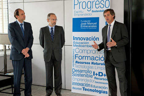 De izquierda a derecha: Luis Delgado de Robles, Presidente de Going Green; Luis Rivera, Director de la Fundación José Manuel Entrecanales; y José Manuel Entrecanales.