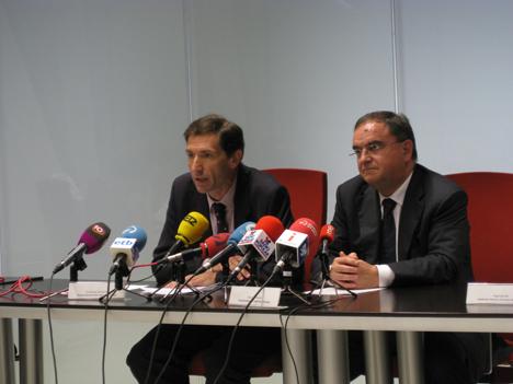 En la imagen, el viceconsejero de Industria y Energía del Gobierno Vasco, Javier Garmendia, y José Ignacio Hormaeche, director del EVE