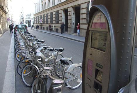 Bicicletas del servicio Vélib, en París