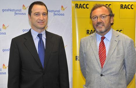 De izquierda a derecha, Josep Moragas, de Gas Natural Fenosa, posa con el director general del RACC, Josep Mateu, el día de la firma del acuerdo el pasado lunes, 12 de julio