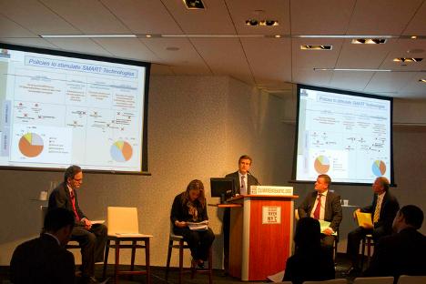 Unda se dirige al auditorio presente durante la reunión del EV20 en Nueva York