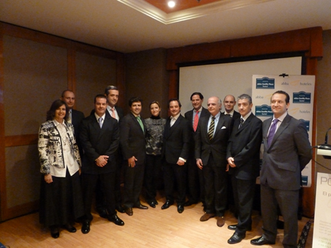 Directiva de N2S junto a los responsables del Hotel y personalidades del sector