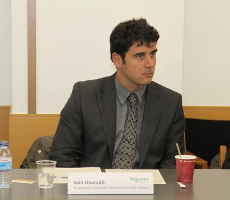 Iván Llauradó, responsable de Vehículo Eléctrico de Schneider, defendió los esfuerzos en recursos económicos y humanos que está realizando la industria para implantar la movilidad eléctrica con éxito