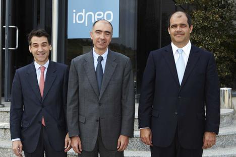 En la imagen, Xavier Pujol, Presidente de Idneo y Consejero delegado de Ficosa; Carles Sumarroca, Vicepresidente de Idneo y Presidente de Comsa Emte, y Enric Vilamajó, Consejero delegado de Idneo