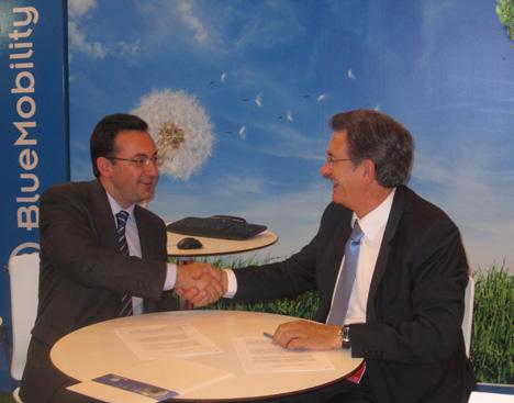 (Izda. a dcha.) Eduardo Zavala, Director General de BYD España, y Alberto Casal, Presidente de BlueMobility