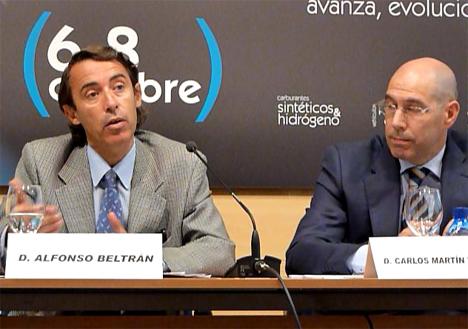 Alfonso Beltrán (IDAE) durante su intervención, junto a Carlos Martín (Junta de Castilla y León)