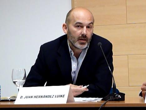 El periodista Hernández Luike apeló a la conciencia medioambiental y a la información y concienciación sobre el vehículo eléctrico para vencer sus barreras