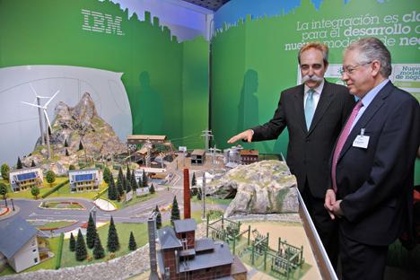 En la imagen, Juan A. Zufiria, presidente de IBM España, Portugal, Grecia e Israel, y José Ramón Busto Saiz, rector de la Universidad Pontificia Comillas