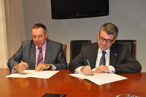 FIrma del acuerdo entre la UCV y Energesis