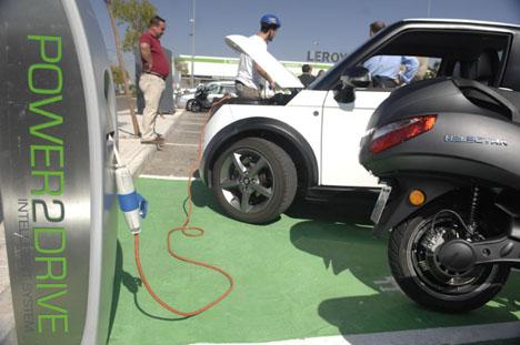 Recarga eléctrica de un vehículo en Rivas