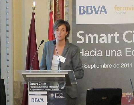 Elena Alfaro, Directora en el área de Business Discovery, experta en Smart Cities, BBVA, en la Jornada Smart Cities de IDC