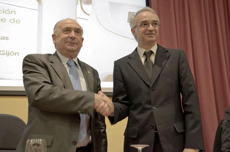 Rector de la Universidad de Oviedo, Vicente Gotor y Director de Marketing y Comunicación para la Zona Ibérica de Schneider Electric, José-Emilio Serra.