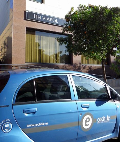 Coche electrico en el NH Viapol de Sevilla
