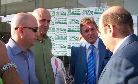 El Presidente de la Diputación de Granada con Viamosa y la Gremial del Taxi