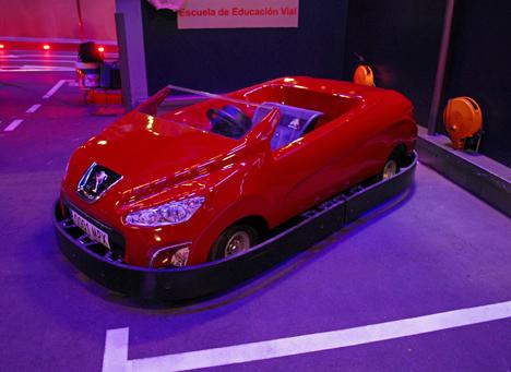 Coche de Peugeot a punto en Micropolix
