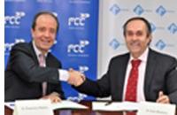 Firma del convenio entre FCC y Fesvial