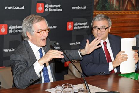 Xavier Trias, Alcalde de Barcelona y Julio Rodríguez Izquierdo, VicePresidente Ejecutivo de la División EMEAS de Schneider Electric en la firma del acuerdo