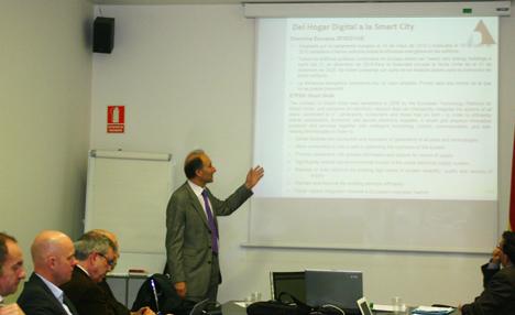 Valentin Fernández, secretario técnico del Área de Hogar Digital, en un momento de su exposición