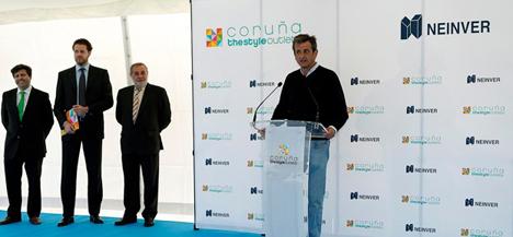 Luis Moya en el acto de inauguración de los puntos de recarga eléctricos
