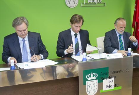 Firma del acuerdo entre Boadilla y Telefónica