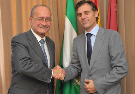 El alcalde de Málaga, Francisco de la Torre, con el Consejero Delegado de Ferrovial Servicios, Santiago Olivares