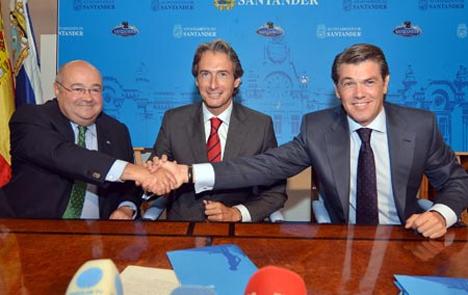 De izqda. a drcha.: José Carlos Gómez-Sal (Rector UC), Íñigo de la Serna (Alcalde de Santander y Enrique Sánchez (Director de Ciudades de Ferrovial)