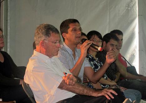Público asistente a la Jornada Smart City Solar SDE12 participando en la mesa redonda.