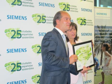 Vitoria recibe dos premios por su gestión del agua y generación y gestión de residuos.