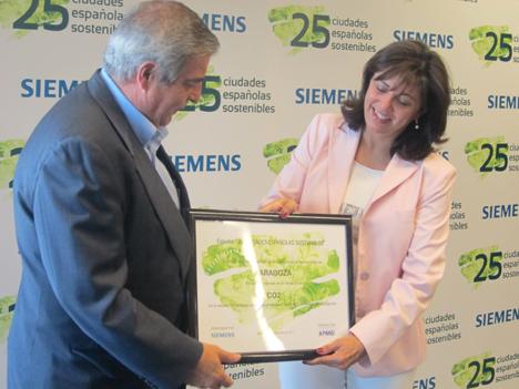 Zaragoza recibe los premios por emitir menos CO2 y por su sector residencial.