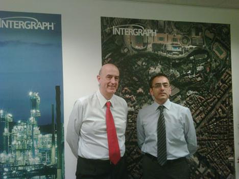 De izquierda a derecha: Ruben E. Andreani y Josep Gili, de Intergraph y Tecnogeo, respectivamente
