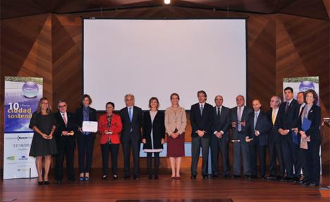 La Infanta Elena junto a los representantes de las Administraciones premiadas.