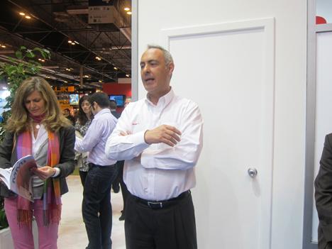 Joaquín Chacón, director de Saft Baterías, durante un encuentro en su stand de Matelec.