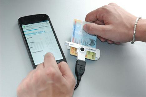 Dispositivo de INTECO para leer DNIe con dispositivos Android.