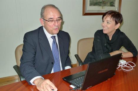 De izquierda a derecha: Juan José Rodríguez Sendín, Presidente del Consejo General de Colegios Oficiales de Médicos y Ester Arizmendi, Directora General de Modernización Administrativa, Procedimientos e Impulso de la Administración Electrónica.