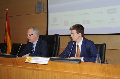 De izquierda a derecha: Decano-presidente del COIT,  Eugenio Fontán Oñate, y el director del Gabinete del Secretario de Estado de Telecomunicaciones y para la Sociedad de la Informacion, Juan Corro Beseler.