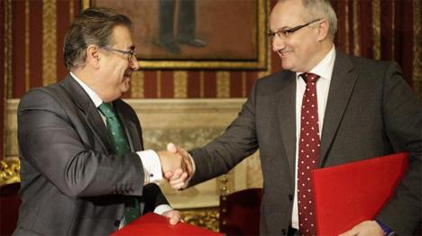 De izquierda a derecha: Juan Ignacio Zoido,Alcalde de Sevilla y Borja Adsuara, Director General de Red.es.