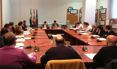 Reunión mantenida entre representantes del Gobierno de Extremadura, la Universidad de Extremadura y la Federación de Municipios y Provincias de Extremadura
