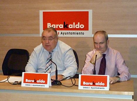 De izquierda a derecha: Tontxu Rodríguez, Alcalde de Barakaldo, y Alfonso García, Presidente de Inguralde y Portavoz Municipal.