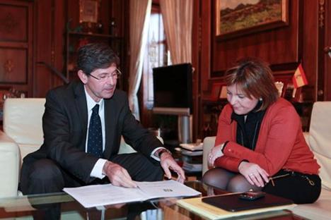 De izquierda a derecha: el Alcalde de Castellón, Alfonso Bataller y la consellera de Infraestructuras, Isabel Bonig.
