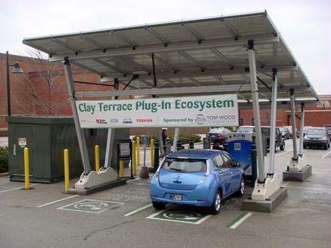 Estación autosuficiente de recarga de vehículos eléctricos de Toshiba.