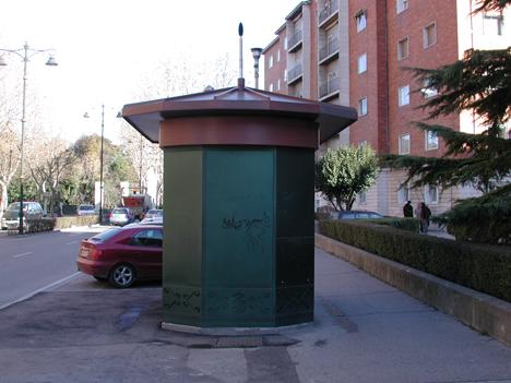 Dispositivo para medición de tráfico a través del ruido ambiente colocado en un kiosco.