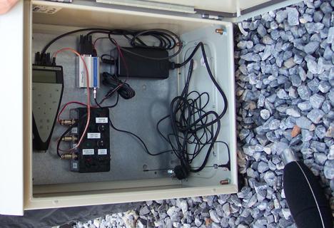 El dispositivo de medida diseñado en la UGR, con sus componentes. A este dispositivo se le acopla el procesador de señal que realiza la estimación y la muestra en el ordenador, al que le llega la información vía inalámbrica.