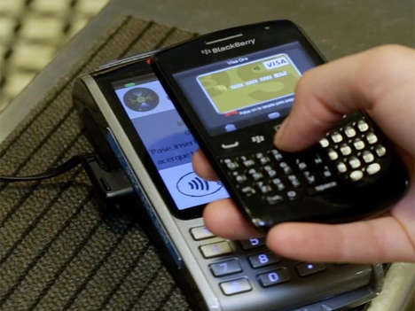 Terminal con tecnología para pago contactless.