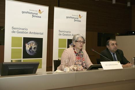 Lourdes Goicoechea, Vicepresidenta y Consejera de Economía, Hacienda, Industria y Empleo del Gobierno de Navarra, y Pedro A. Fábregas, Director General de la Fundación Gas Natural Fenosa.