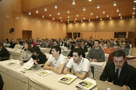 """Público asistente al seminario """"La electricidad a la Carta: las Redes Inteligentes y el consumidor final""""."""