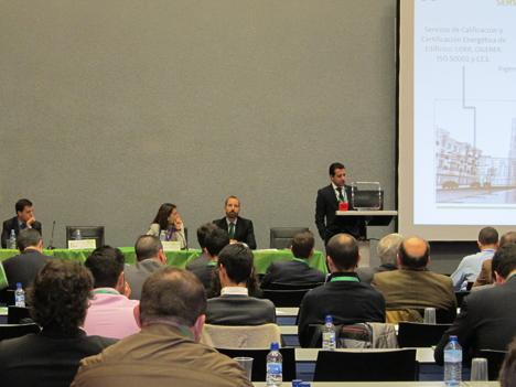 De izquierda a derecha: Javier Grávalos, Technology Innovation Manager de ACCIONA; Elena González, Gerente de ANESE; Rafael San Martín, Gerente de Servicios Energéticos en Ferrovial, y Carlos Sáez, Director de la División Eficiencia Energética del Grupo Euroconsult