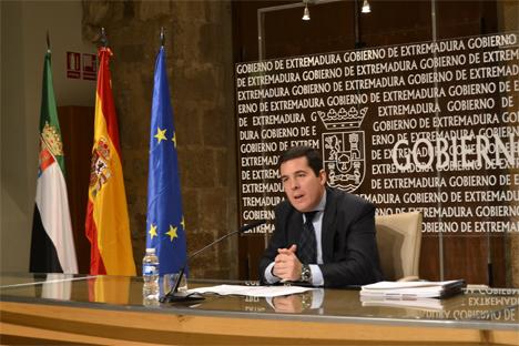 Pedro Tomás Nevado-Batalla, Consejero de Administración Pública de Extremadura.