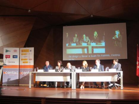 Primera mesa redonda en la III Jornada Técnica sobre Ciudades Inteligentes de CENTAC