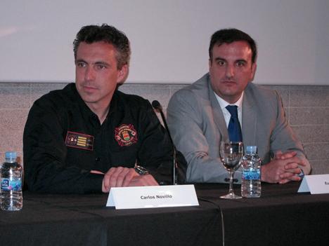 De izquierda a derecha: Carlos Novillo, jefe del Servicio de Bomberos y Protección Civil del Ayuntamiento de Alcorcón, y Eugenio Herrero, creador de la aplicación SafetyGPS.