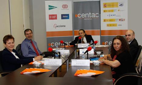 Mesa de participantes en el Taller de Expertos organizado por CENTAC sobre Accesibilidad y Usabilidad de la Agenda Digital.